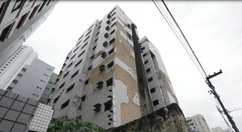 De acordo com a Defesa Civil, o edifício Miguet pode vir abaixo a qualquer momento