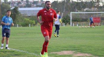 Ronaldo Alves está treinando no Náutico há 15 dias.