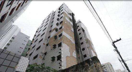 Risco alto de desabamento de edifício assusta moradores em Jaboatão