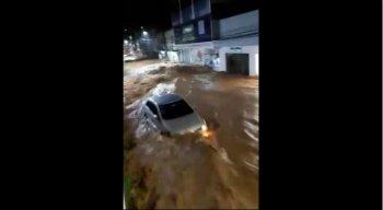 Cidade ficou destruída após as fortes chuvas