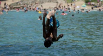 Acidentes após mergulho em águas rasas são a segunda causa do problema