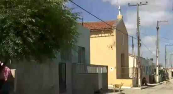 Agreste: homem é morto após sair de missa e menina de 7 anos é baleada