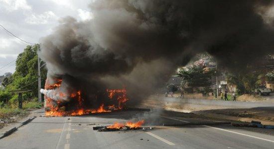 Moradores do Ibura protestam após morte de homem atropelado na BR-101