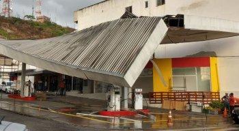Teto de posto de combustíveis cedeu no bairro São Francisco, em Caruaru