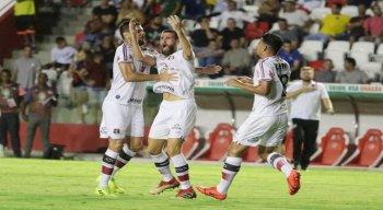 Zagueiro Danny Morais comemora gol de empate contra o Retrô