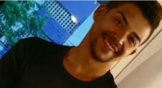 Tia do maquiador decapitado acredita que sobrinho foi morto por ser homossexual