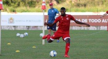Zagueiro Rafael Ribeiro vai desfalcar o Náutico por pelo menos 10 dias.