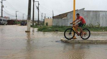 Chuva era bastante esperada pelos moradores, mas volume causou transtornos