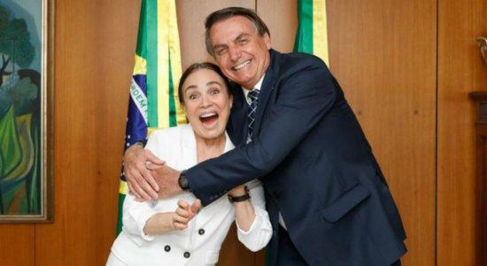 Nomeação da atriz Regina Duarte deve ser acertada após viagem à Índia