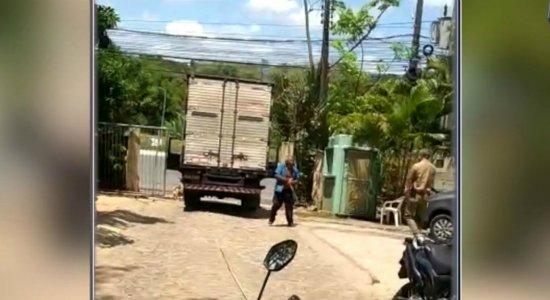 Homem morre baleado por PM depois de confusão no Fórum de Camaragibe