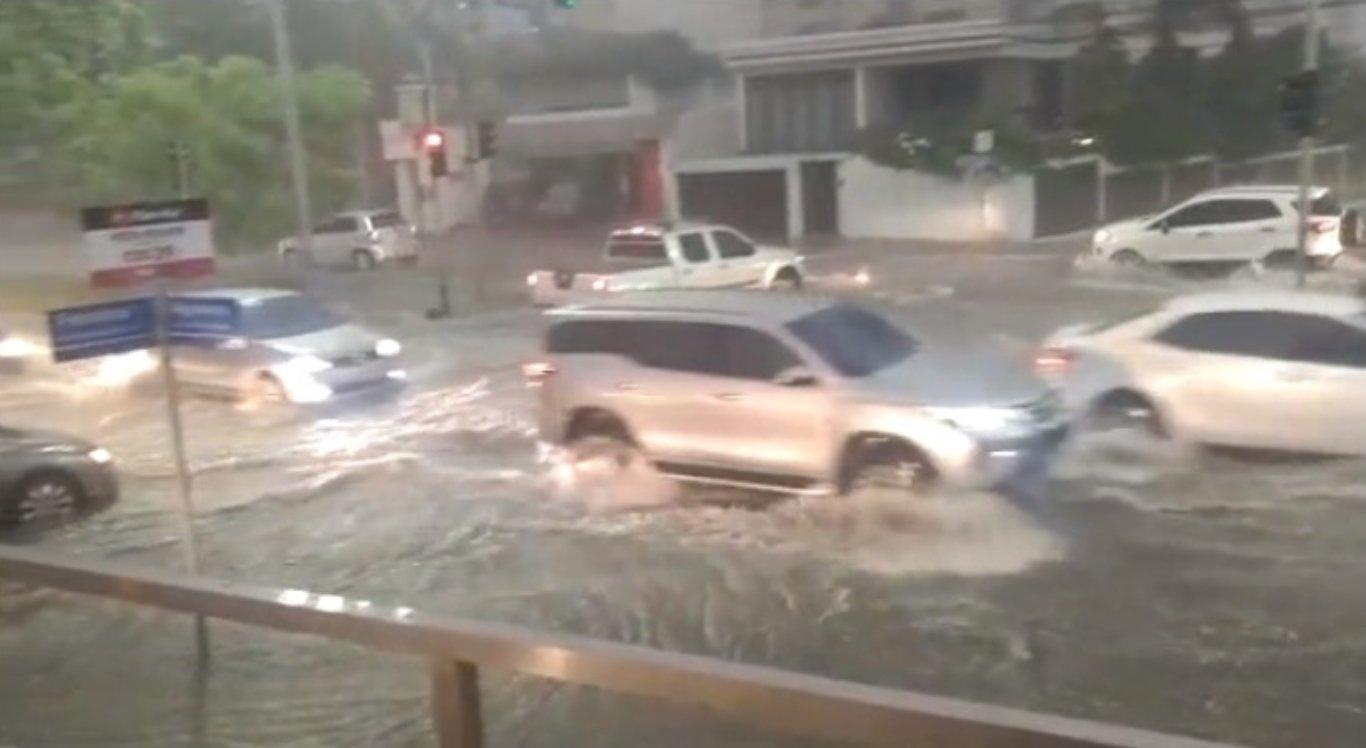 Chuvas causaram alagamento em Caruaru