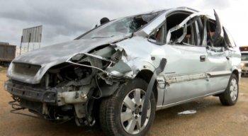 A Polícia Rodoviária Federal (PRF) esteve no local para investigar as causas do acidente