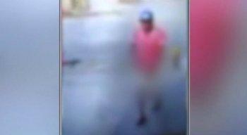 Uma câmera filmou o momento em que ele seguia a vítima