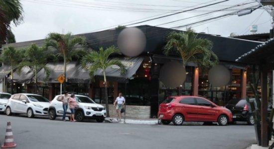Homem é atingido por tiros ao sair de bar no Cordeiro