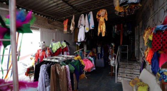 Bazar solidário de Carnaval oferta fantasias a partir de R$5