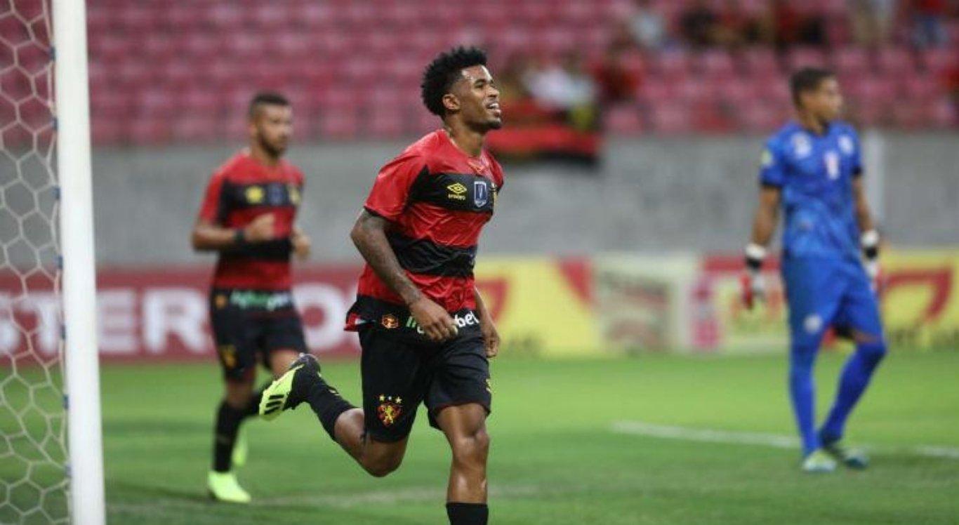 Atacante Ewandro marcou o gol da vitória