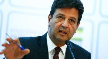 Ex-ministro da Saúde, Mandetta afirma que Bolsonaro boicotou a prevenção contra a covid-19 e cometeu infrações mais graves do que Dilma