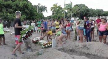 Taciene deixou seis filhos e uma neta. Enterro foi marcado por comoção de amigos e familiares
