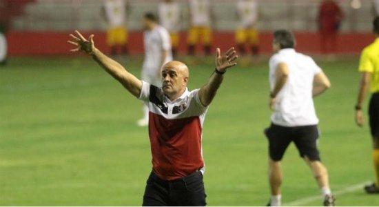 Treinador do Santa Cruz exalta garra dos jogadores na derrota contra o CRB