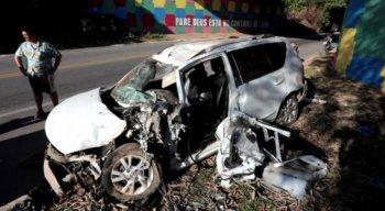 O veículo era alugado, ficou destruído e já foi rebocado