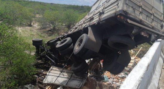 Acidente ocorreu em Floresta, na BR-316