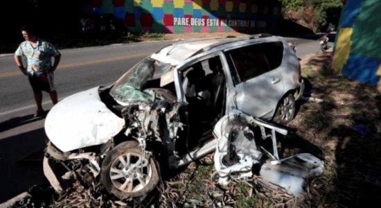Casal rouba carro de motorista de app, sofre acidente e suspeito morre