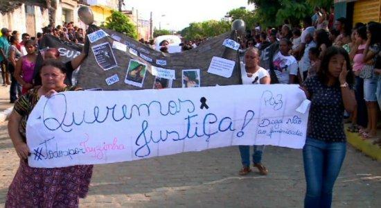 Dor e revolta marcam enterro de jovem que morreu após ser queimada em Itaquitinga