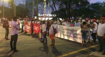 Protesto bloqueia via da Avenida Governador Agamenon Magalhães, na área central do Recife