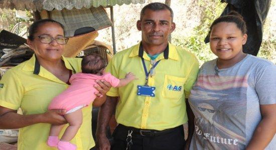 Cobradora salva bebê que se engasgou dentro de ônibus no Cabo