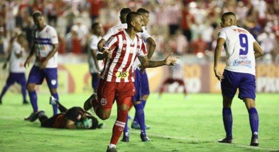 Kieza avalia início de temporada no Náutico e projeta volta dos jogos com gols