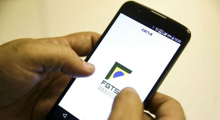 Confira se você recebe saque emergencial do FGTS neste sábado (31)