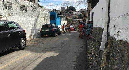 Homem é assassinado com facada no pescoço no Grande Recife