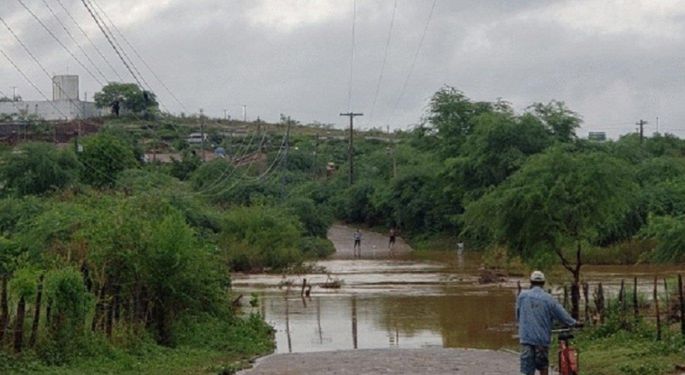 Chuvas atingiram Floresta, em Pernambuco