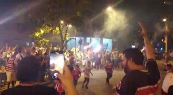 Crianças participavam de um jogo de futebol quando, segundo testemunhas, outros torcedores começaram o tumulto