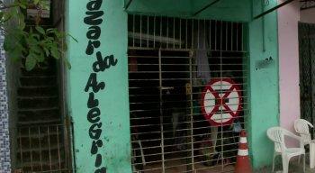 O bazar tem bastante movimento no bairro de Afogados, na Zona Oeste do Recife