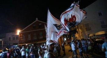 Tricolores comemoravam o aniversário de fundação do clube no pátio do Santa Cruz