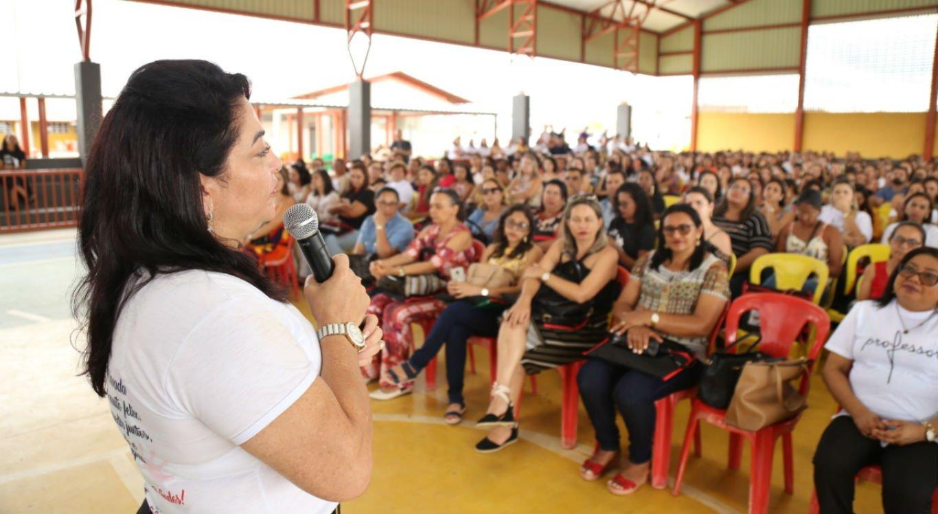 Solenidade de abertura do ano letivo foi na quadra da Escola Municipal Zuleide Feitosa de Carvalho