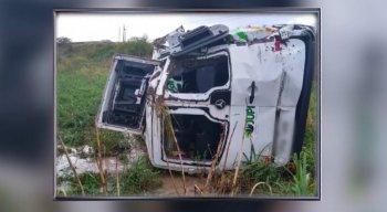 O motorista fez o teste do bafômetro e o resultado foi negativo para o consumo de álcool.