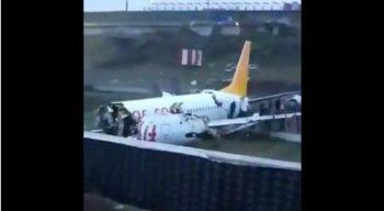 As pessoas saíram pela parte traseira do avião