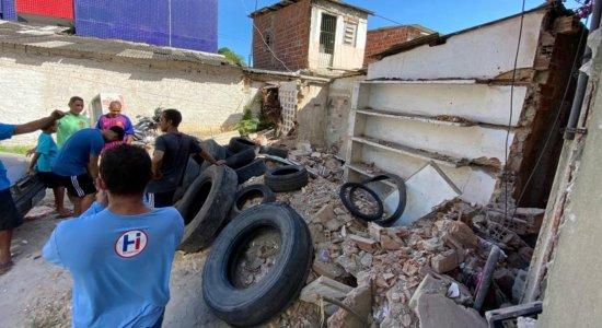 Família alega ter casa demolida pela Prefeitura do Recife e pede relocação