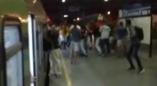 Torcidas Organizadas de Sport e Santa Cruz brigam no Metrô do Recife