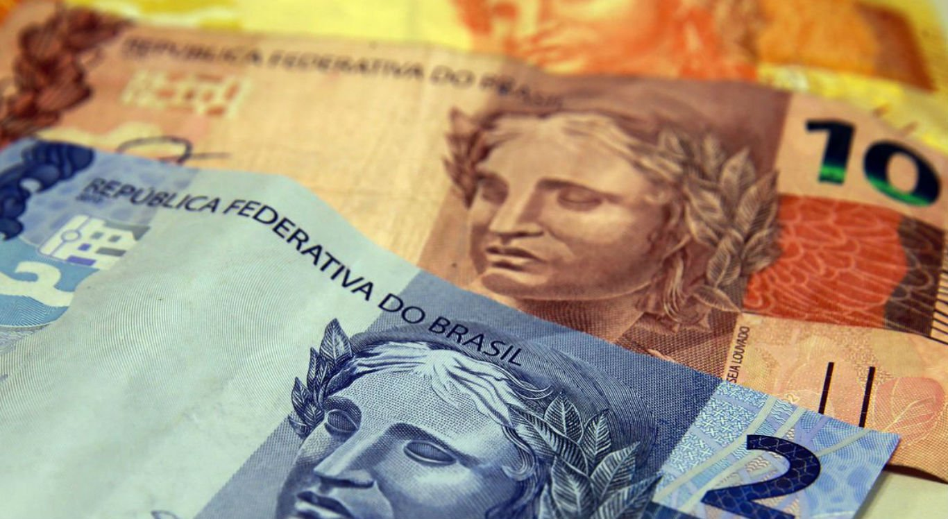 Brasileiros já pagaram R$ 300 bilhões em impostos em 2020