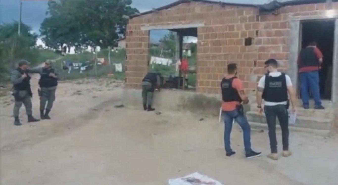 Homem foi morto e dois ficaram feridos no Sítio Riachão