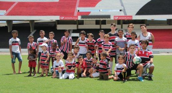 Santa Cruz realiza ação com crianças presentes em confusão provocada por torcida organizada do Sport