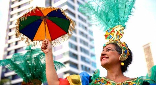 Recife e Olinda celebram o dia do frevo com  homenagens e muita folia