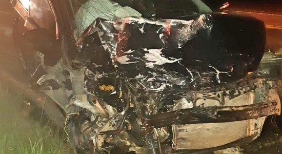 Mulher grávida e filho de 8 anos morrem em acidente na BR-423