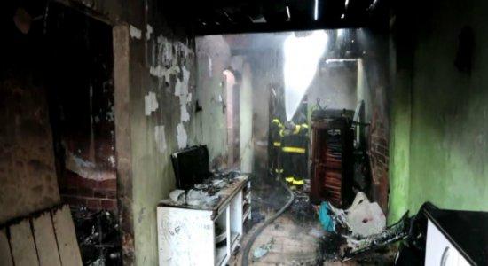 Incêndio atinge casa na Zona Norte do Recife