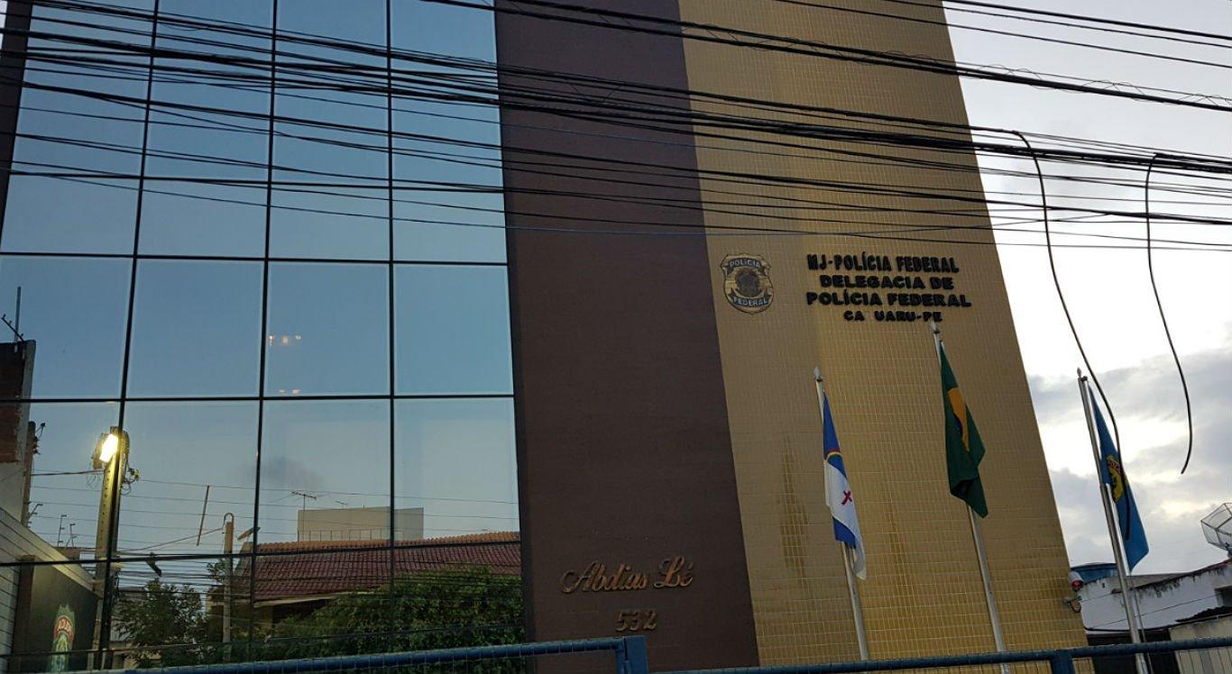 Suspeito foi levado para a Delegacia da Polícia Federal em Caruaru