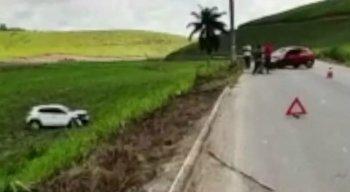 Após a colisão, os dois motoristas e as esposas, que estavam nos carros, tiveram apenas escoriações.