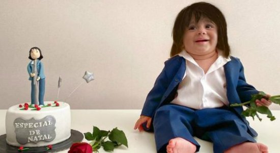 Bebê comemora ''mesversários'' com fantasia de artistas e fica famoso na internet